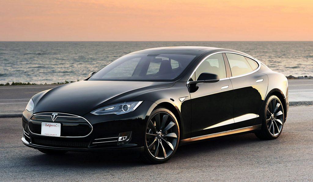 Tesla-Model-s-Dual-Motor-P85D-01