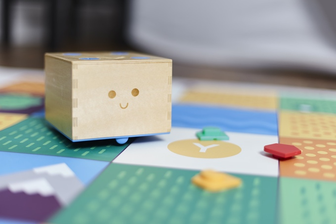 Cubetto robot toy - Hands on coding for ages 3 and up (2)