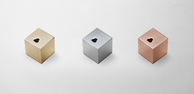 q the minimalistic iphone dock (2)