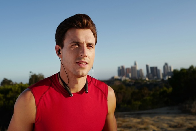 Vi. The First True Artificial Intelligence Personal Trainer with harman kardon sound headset (3)