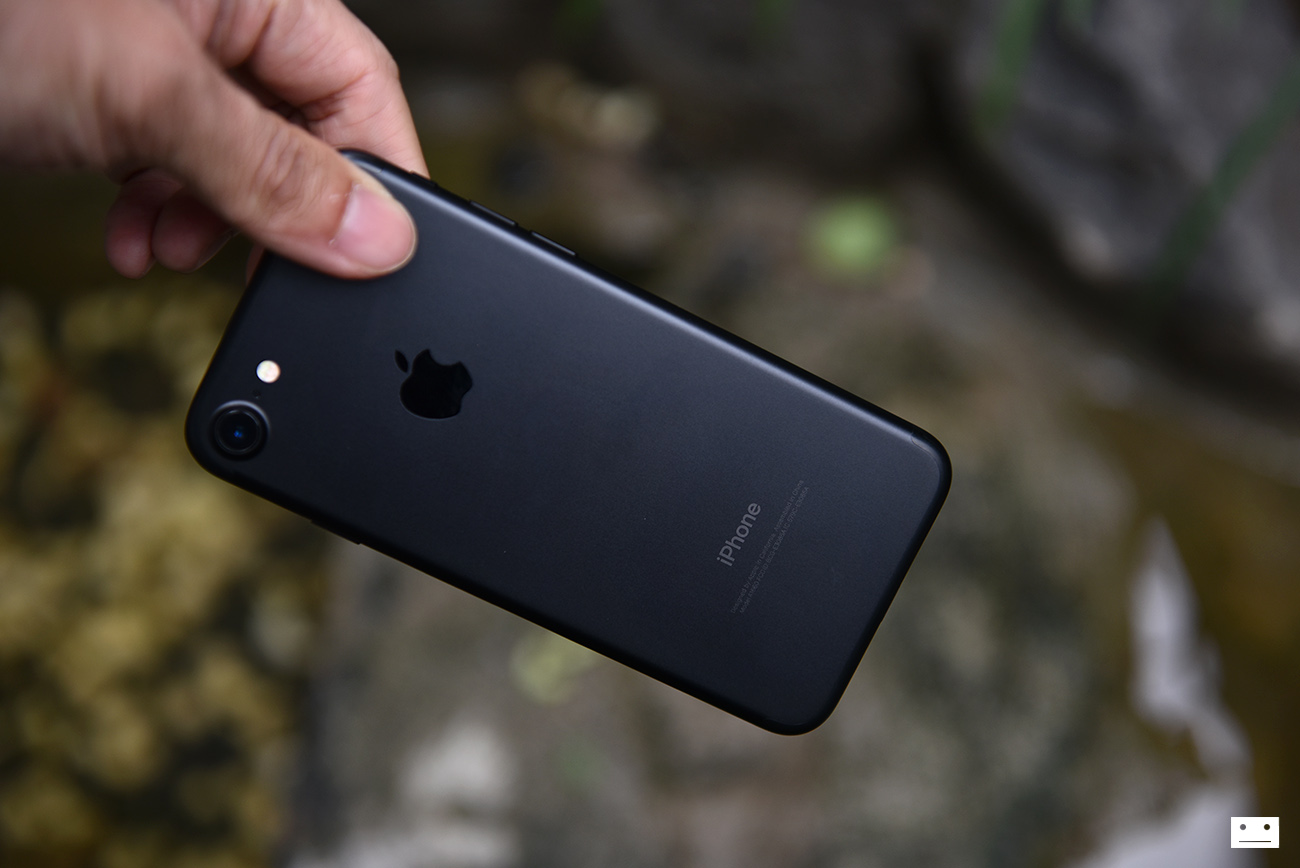apple-iphone-7-black-review-30