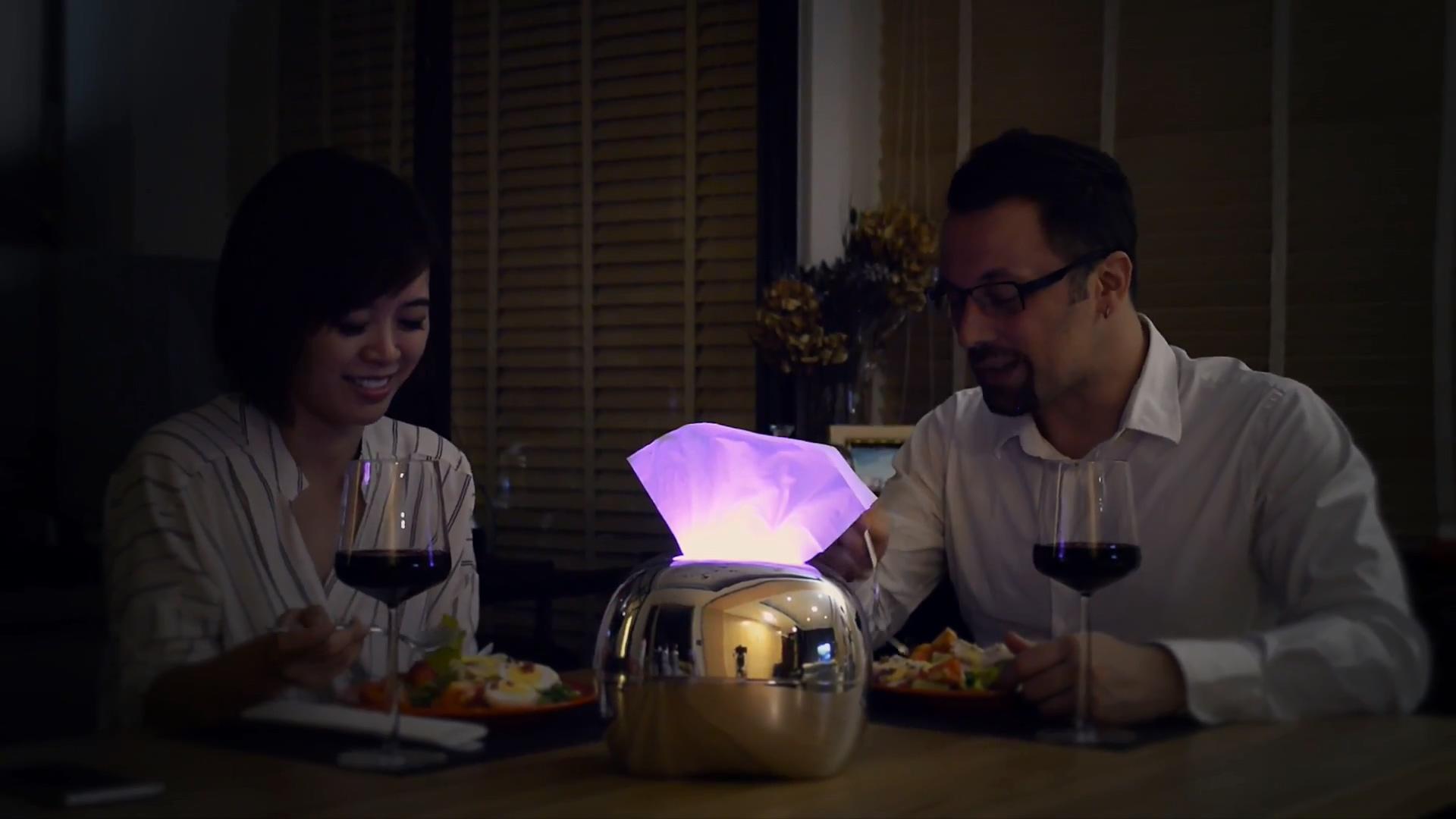 aurora-smart-led-glowing-tissue-case-1