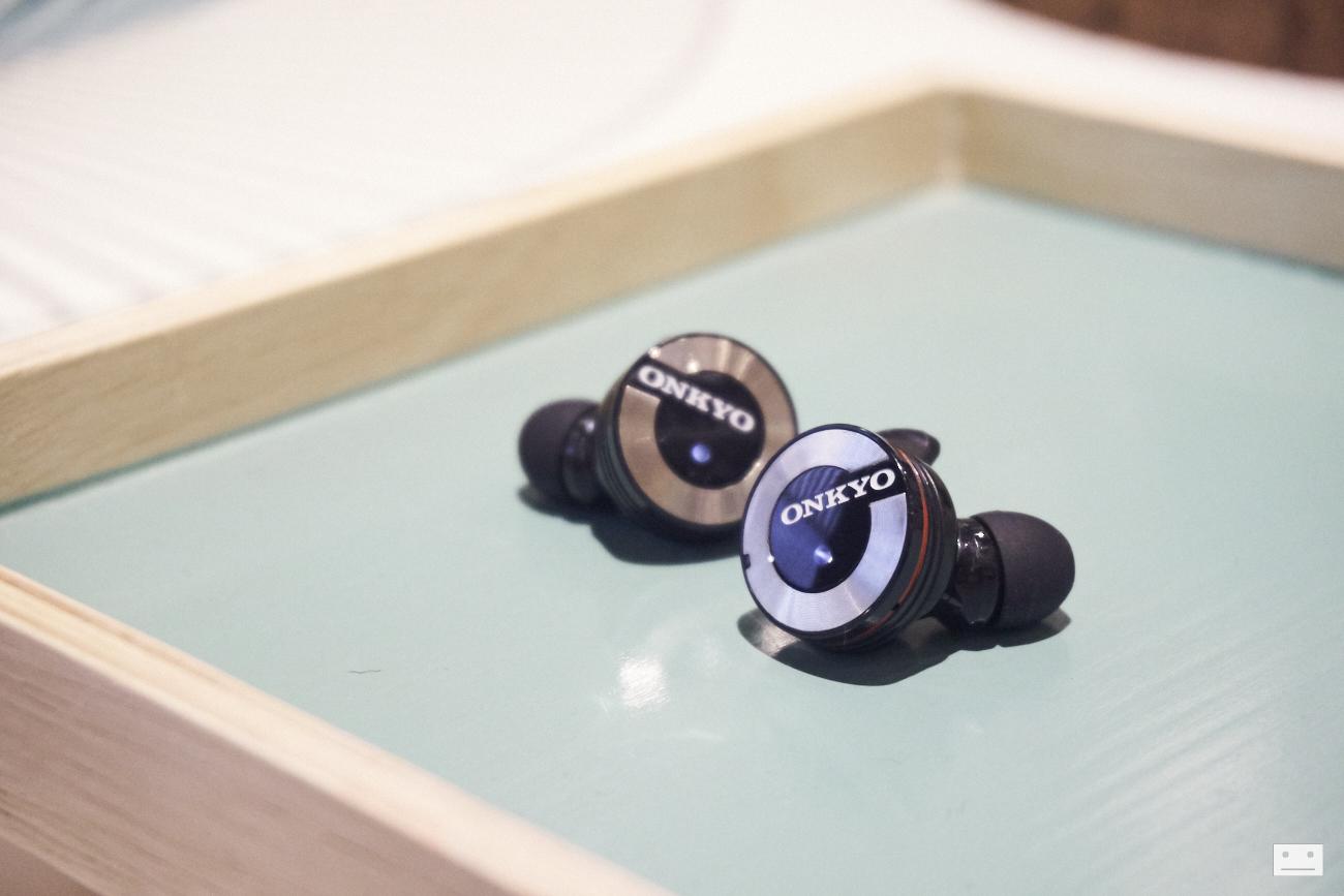 onkyo-wireless-bluetooth-earphones-w800bt-review-1