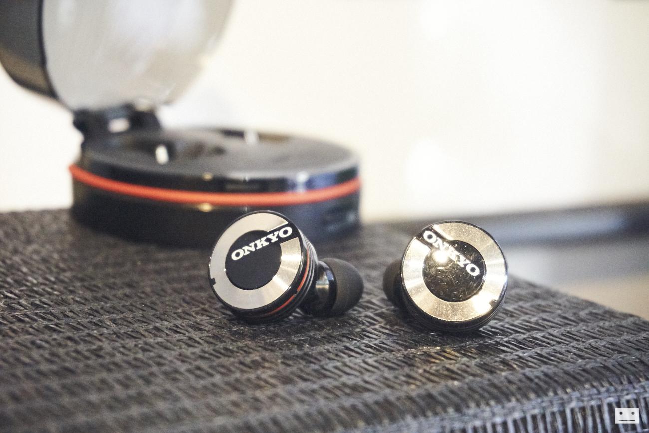 onkyo-wireless-bluetooth-earphones-w800bt-review-11