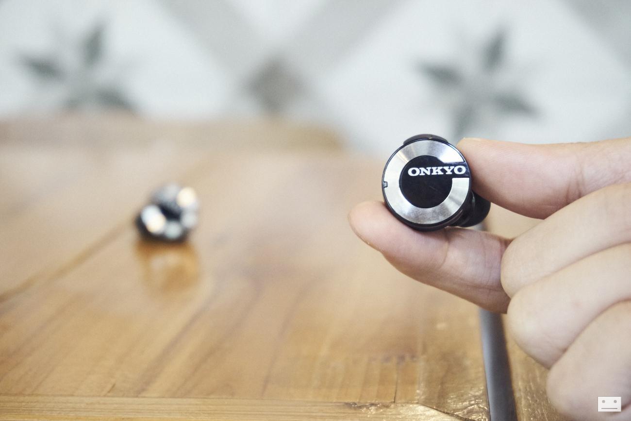 onkyo-wireless-bluetooth-earphones-w800bt-review-2