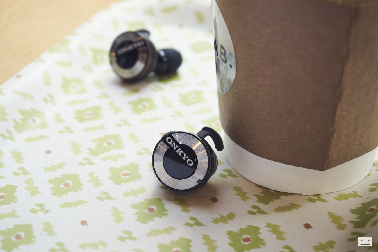 onkyo-wireless-bluetooth-earphones-w800bt-review-4