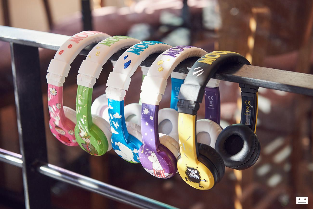 onandoff-buddyphones-moomin-collaboration-headphones-for-kids-16