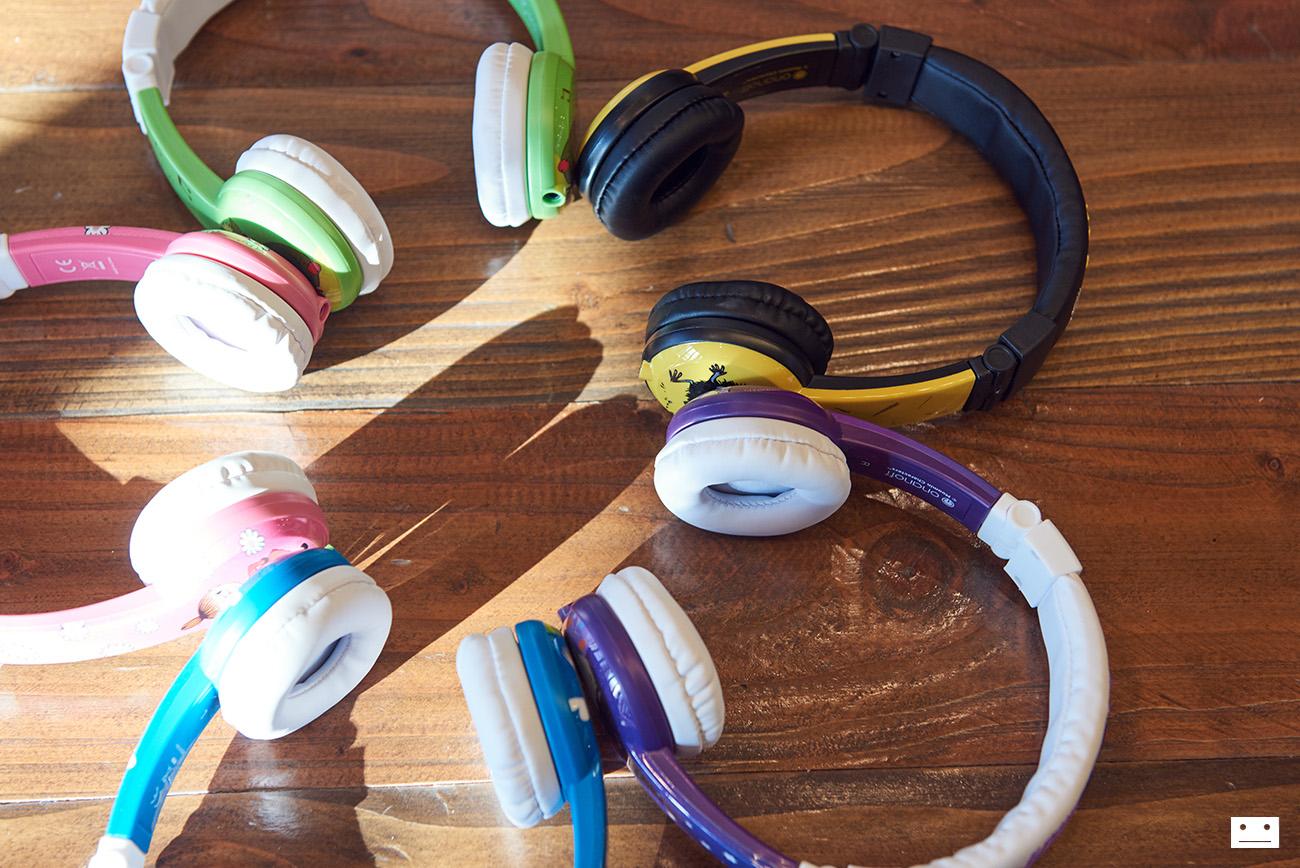 onandoff-buddyphones-moomin-collaboration-headphones-for-kids-2
