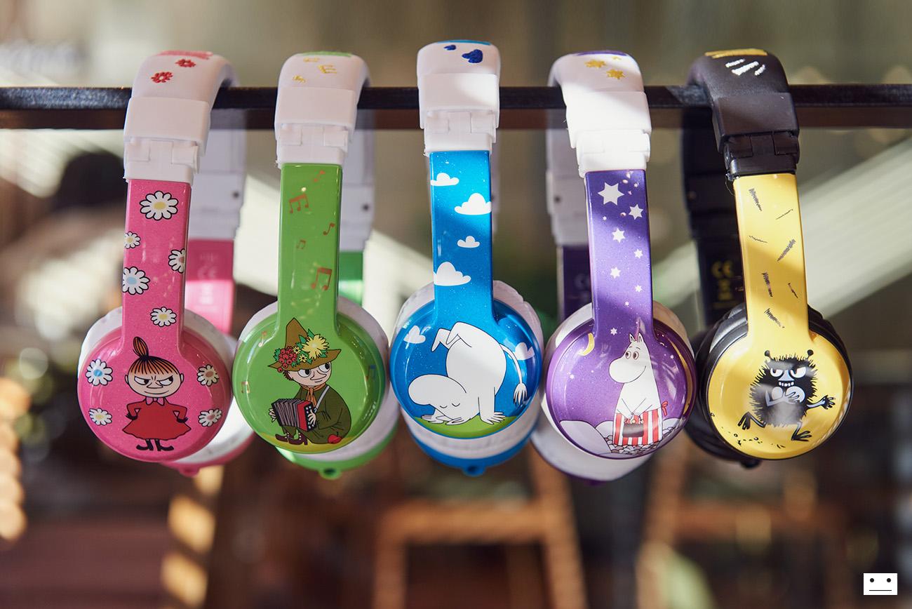 onandoff-buddyphones-moomin-collaboration-headphones-for-kids-6