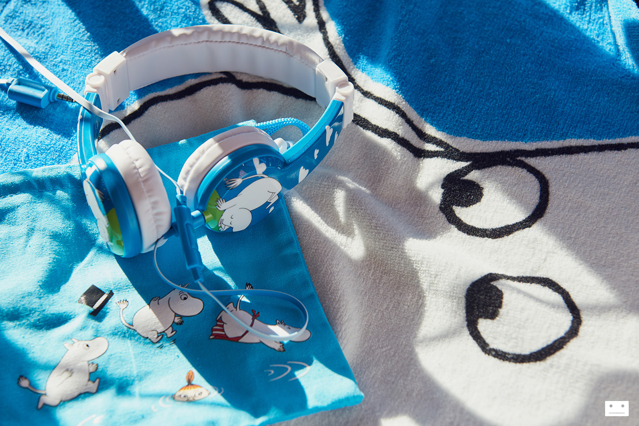 onandoff-buddyphones-moomin-collaboration-headphones-for-kids-9