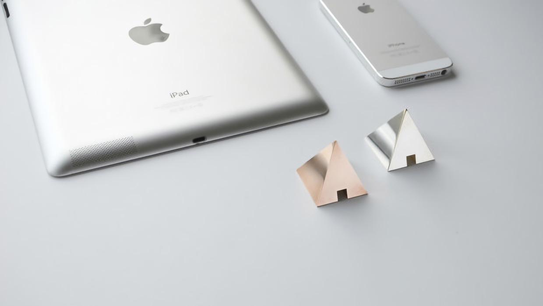 shapes-cable-holder-for-desk-2