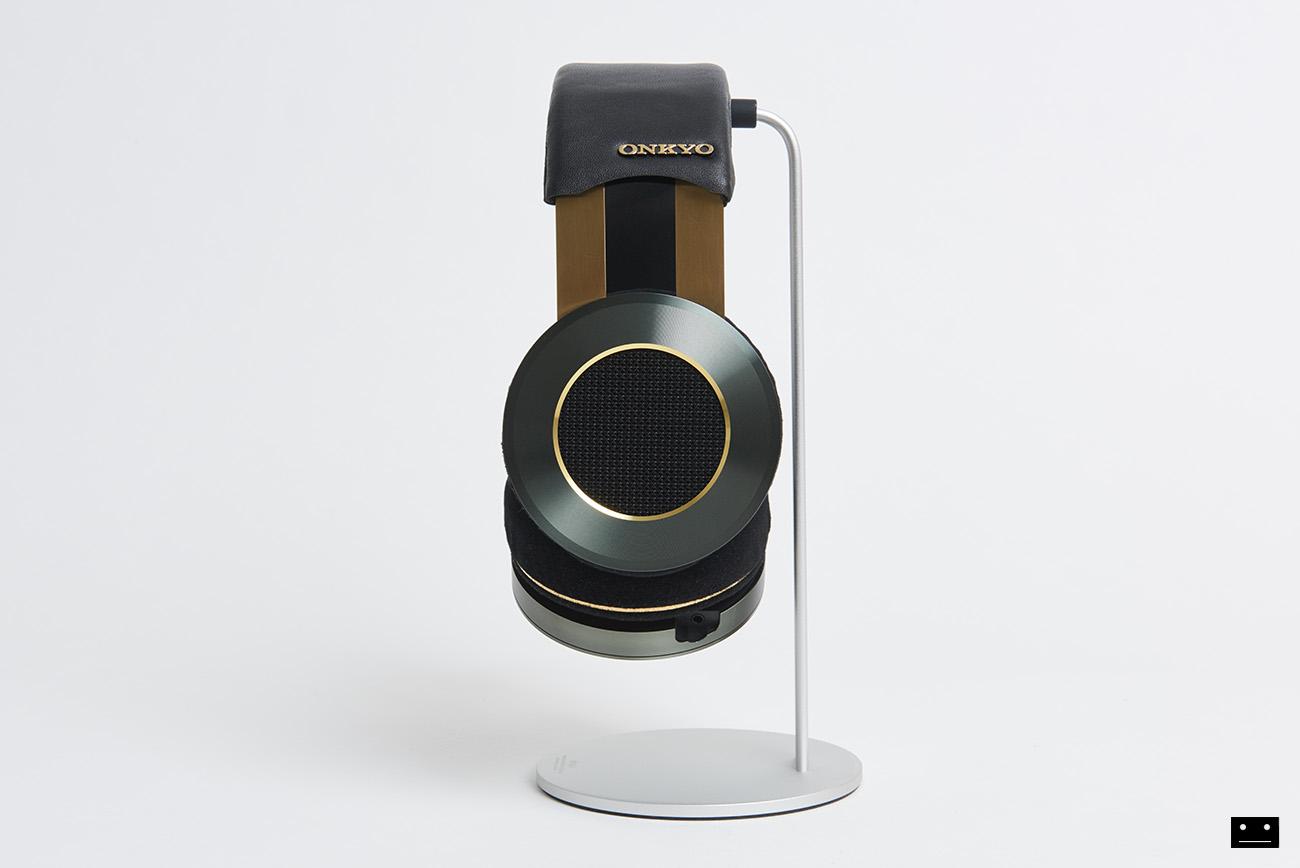 onkyo-hi-res-premium-headphone-a800-1