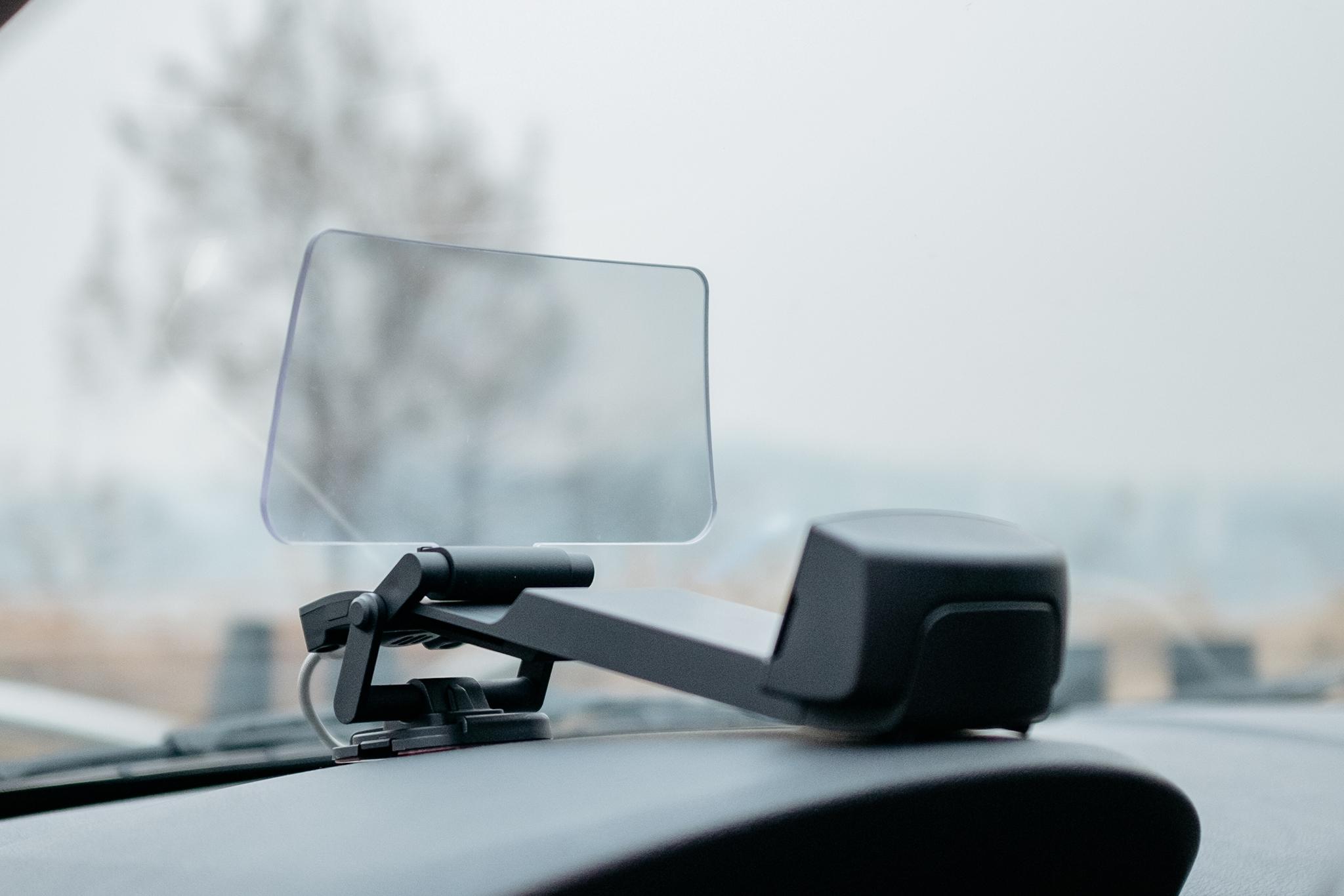 운전자의 시선이 머무는 곳 – Kivic SM HUD 리뷰