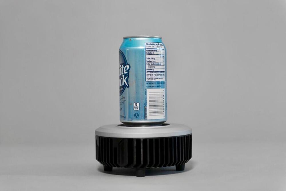 올려놓으면 시원해지는 컵 사이즈 미니 냉장고